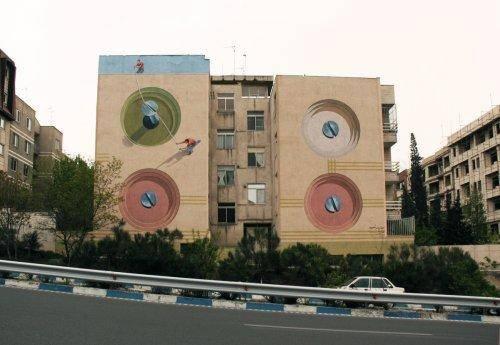 نقاشیهای سوررئال بر روی دهها دیوار تهران/ وقتی تخیل، جاذبه زمین را به چالش میکشد