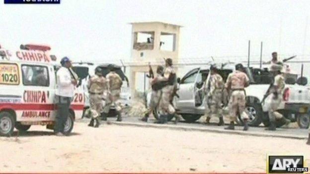 افراد مسلح به نزدیک فرودگاه کراچی حمله کردند