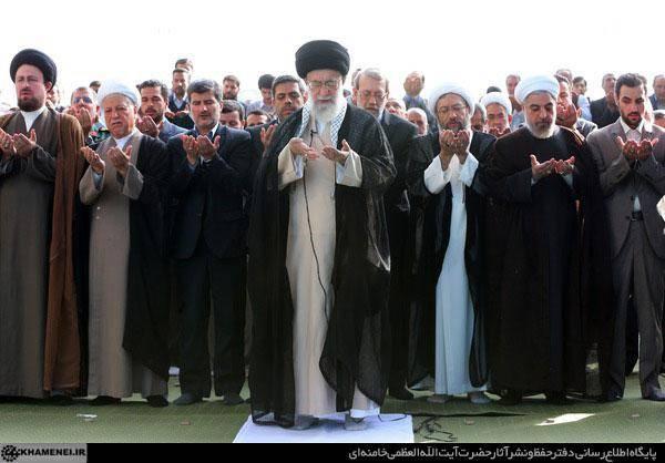 صف اول اقتداکنندگان به رهبر انقلاب/عکس