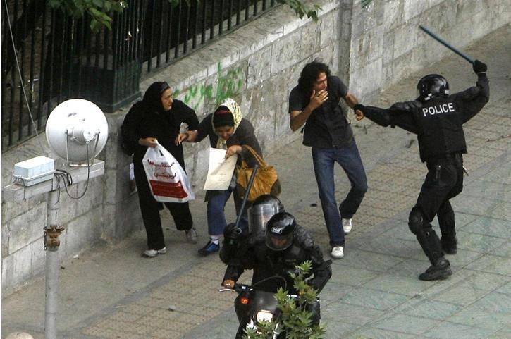 * دانشجویان حامی فرجی دانا در مقابل مجلس  * ابراز نگرانی ایران از خشونت پلیس آمریکا