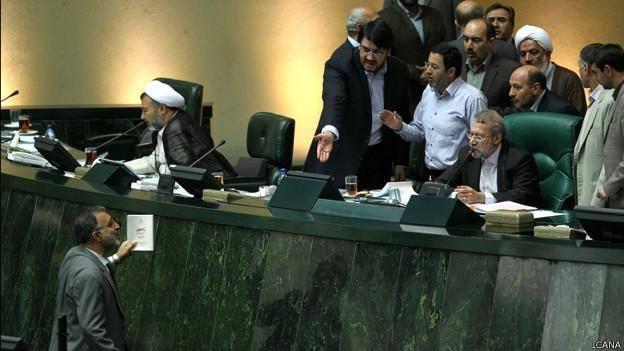 اتهام 'دیکتاتوری' به لاریجانی در روند انتخاب نماینده هیئت نظارت بر مطبوعات