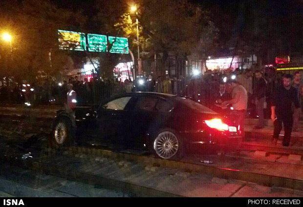 ورود خودرو به ریل متروی مشهد
