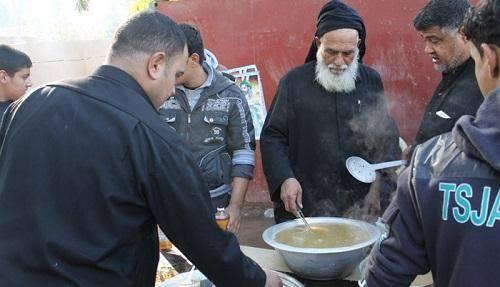 مردمی که شما را روی دست تا کربلا میبرند / از عکس گرفتن با مردم عراق تا چفیههای سفید و مشکی