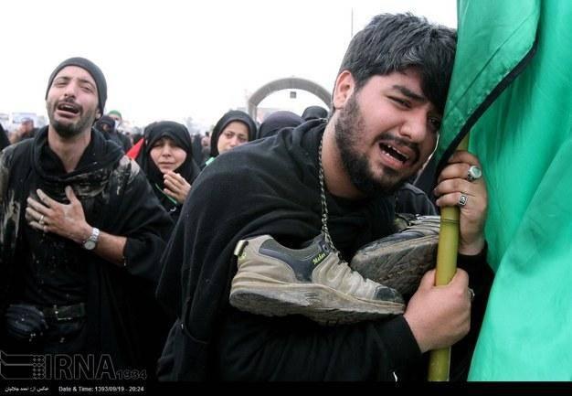 تصویری: زائران حسینی در راه کربلا