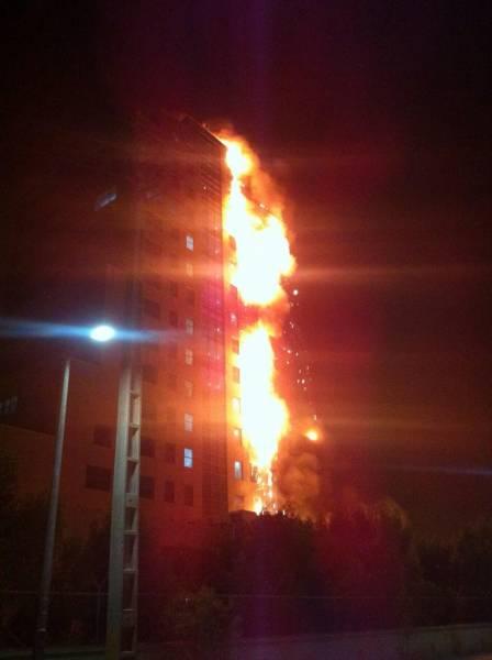 برج تندگویان منطقه ویژه پارس عسلویه در آتش سوخت + عکس