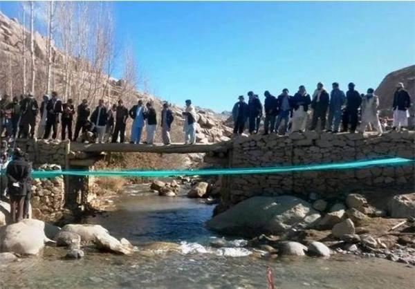 اعتراض پارچه ای افغان ها/عکس