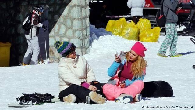 تصاویر آژانس عکس اروپا از اسکی دختران و پسران در توچال