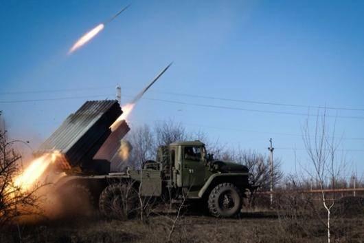 با آنکه دولت اوکراین و شورشیان طرفدار روسیه، در مذاکرات شامگاه پنج شنبه گذشته برای رسیدن به آتش بس توافق کردند، درگیری ها در شرق اوکراین از دیروز (جمعه) تشدید شده است