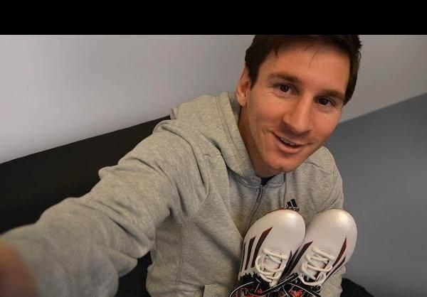 رونمایی از کفش جدید مسی/تصاویر