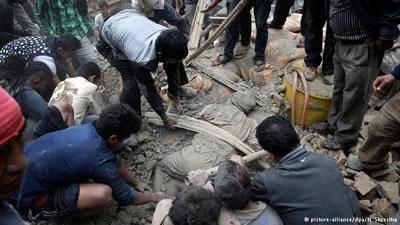 زلزله شدید در نپال؛ خانههای زیادی ویران شدهاند