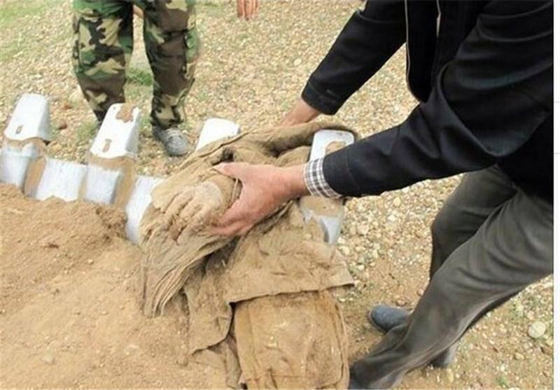 تفحص یک شهید با بدن کاملا سالم/عکس