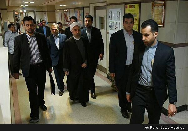 روحانی به عیادت صالحی رفت/تصاویر