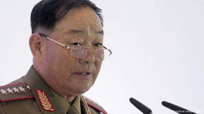 کره شمالی وزیر دفاع اش را با شلیک ضدهوایی اعدام کرد/ وی متهم به خوابیدن در یک جلسه بود