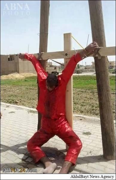داعش جوان عراقی را به صلیب کشید/عکس