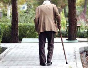 در جوامع بین المللی بازنشستگی آغاز دوره ای دیگر در ادامه دوره کار مفید و تلاش بیش از ۳۰ سال کار است. دوره ای از ادامه زندگی است که مورد بیشترین احترام و حمایت قرار میگیرند. دوره پختگی است. دوران کمال فکری است. در ایران اما اقتصاد ویران و بحران مالی و اقتصادی، زندگی هشتاد در صد از بازنسشتکان را تلخ کرده است
