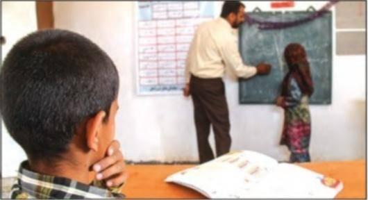 نماینده حوزه انتخابیه زابل و سراوان درباره دلایل بازماندن دختران از تحصیل در استان سیستان و بلوچستان به «آرمان» میگوید: در سالهای گذشته در بسیاری از مناطق سیستان به دلیل اینکه به ویژه در پایه متوسطه از معلم مرد برای آموزش دختران استفاده میکردند ما شاهد ترک تحصیل و ممانعت از تحصیل دختران بودیم. تلاش ما بر این است که حداقل برای دوره ششم ابتدایی به بعد از معلم نامحرم برای دختران استفاده نشود