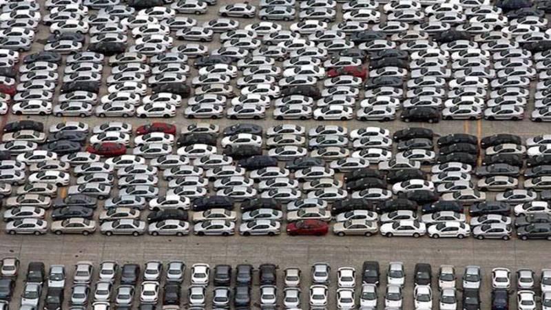 تولید خودرو نصف شد/ 100 هزار خودرو روی دست خودرو سازان/ آیا کمپین نخریدن خودرو می تواند تاثیر بگذارد؟
