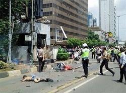 چندین انفجار پایتخت اندونزی را به لرزه درآورد/دستکم۷ نفر کشته شدند