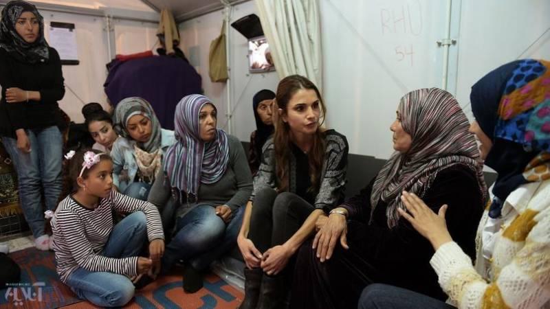 عکس: ملکه اردن در میان پناهجویان در اروپا