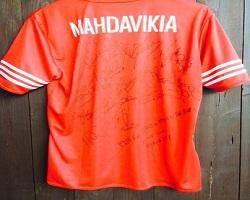 مزایده پیراهن مهدویکیا با امضای ستارههای فوتبال + عکس
