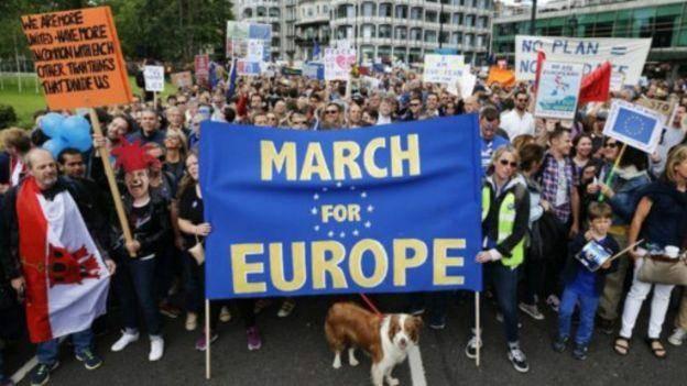 هزاران نفر در لندن برای ماندن در اتحادیه اروپا تظاهرات کردند