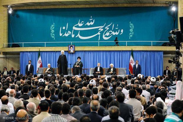 تصاویر: دیدار مسئولان و سفرای اسلامی با رهبر انقلاب