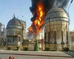 مخزن سوخته در آستانه پاره شدن و احتمال جاری شدن مواد مذاب نفتی + عکس