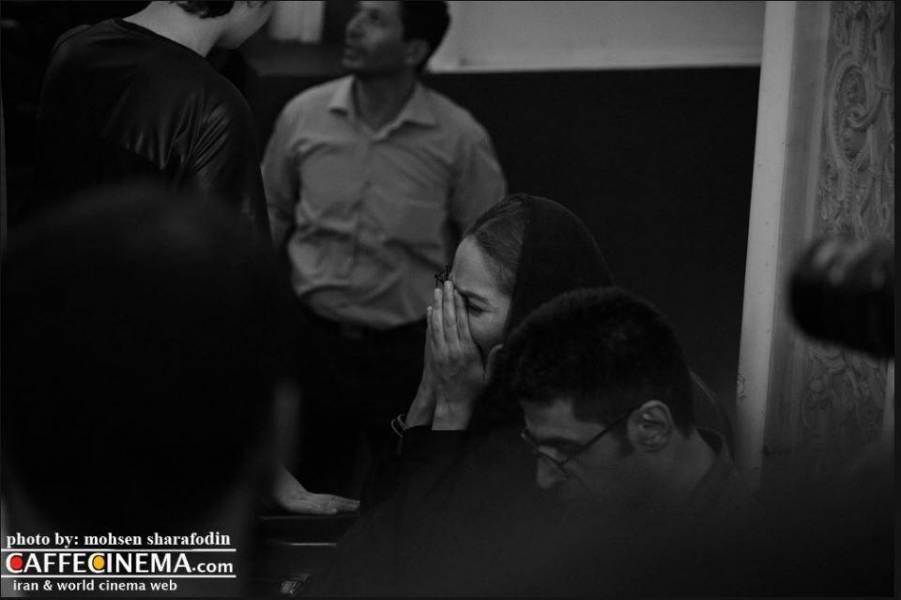 عکس: گریه مهناز افشار در مراسم یادبود کیارستمی