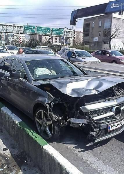عکس: تصادف شدید بنز گرانقیمت در تهران