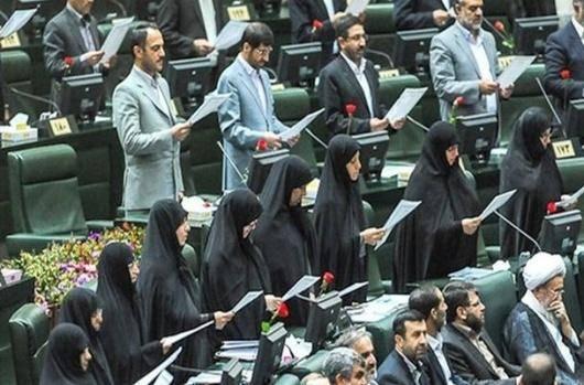 طرح تصویب شده مجلس در شرایط امروز اقتصاد ایران تنها اثرش کاهش اشتغال زنان و غیررسمیتر شدن آن خواهد بود. کارفرمایان در مواجهه با تنگناهای جدید قانونی و برای کاهش درگیری خود با دولت یا از استخدام زنان بالکل سر باز خواهند زد و یا زنان بیشتری را تحت قراردادهای غیررسمی استخدام خواهند کرد.