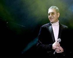 خواننده پاپ و مشهور سرطان حنجره گرفت