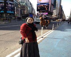خانم بازیگر در خیابانهای انگلیس + عکس
