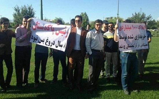 تصاویری از اعتراض گروهی از جوانان قزوینی به حضور احمدینژاد