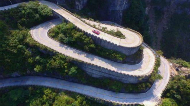 رکورد سرعت در جاده جادویی چین شکسته شد + عکس