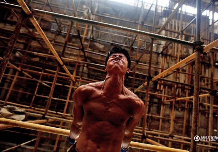 کارگر ساختمانی که ستاره پرورش اندام شد! (+عکس)