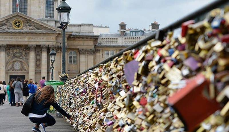 """چه بر سر """" قفل های عشاق"""" در پاریس می آید؟ + عکس"""