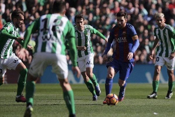 بارسلونا از چنگ بتیس گریخت/آبی اناریها ۲ امتیاز از دست دادند