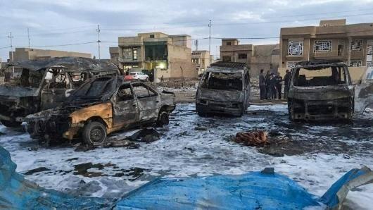 در جریان بمب گذاری های روز پنجشنبه در بغداد دست کم ۴۸ نفر و در ایالت سند پاکستان حداقل ۷۰ نفر جان خود را از دست داده و ده ها نفر نیز مجروح شده اند