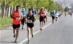آغاز مسابقه با حضور وزیر ورزش و دونده افتخاری شدن نهاوندیان+عکس