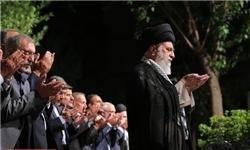 جمعی از شاعران افطار را مهمان رهبر انقلاب بودند/ وعدهای سالانه در نیمه ماه مبارک