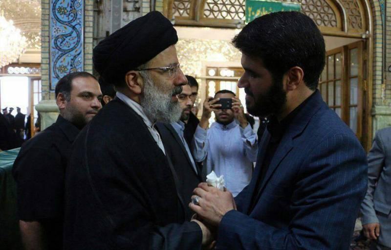 عکس/ دیدار مداح خواننده اشعار بحث برانگیز روز عید فطر با رئیسی/ رئیسی تولیت آستان  را تبدیل به ستادی برای دیدار با مخالفان روحانی تبدیل کرده است