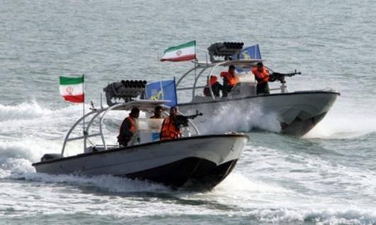 نیروی دریایی ایالات متحده از رویارویی «تنشآمیز» یک ناو آمریکایی با یکی از قایق های سپاه پاسداران در خلیج فارس خبر داده و میگوید که ناو آمریکایی با شلیک تیر اخطار از نزدیک شدن قایق سپاه جلوگیری کرده است