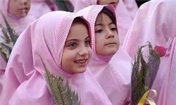 قیمت لباس فُرم مدرسه 85 تا 110 هزار تومان/ اندازهگیری لباس فُرم دانشآموزان دختر در اتاق خواب منزل مسکونی