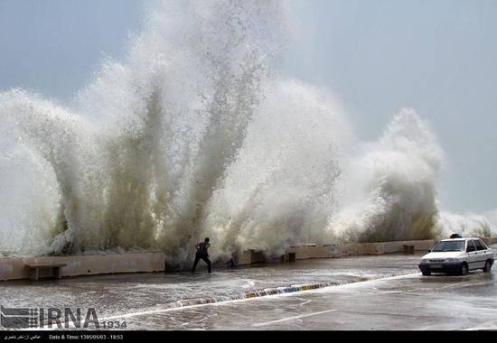 اخطار در باره وقوع طوفان در ساحل خزر