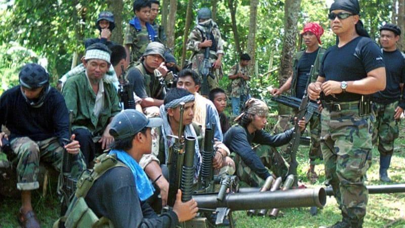 ارتش فیلیپین 2 گروگان را از دست تروریست ها نجات داد