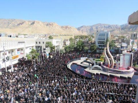 اجتماع عزاداران ایلام همزمان با تاسوعای حسینی در میدان 22 بهمن