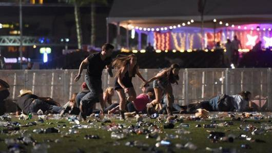 به گفته پلیس، تعداد کشتههای تیراندازی در شهر لاس وگاس آمریکا به ۵۰ نفر رسیده است. در این تیراندازی که در یک فستیوال موسیقی در این شهر رخ داد بیش از ۴۰۰ نفر دیگر هم زخمی شدهاند