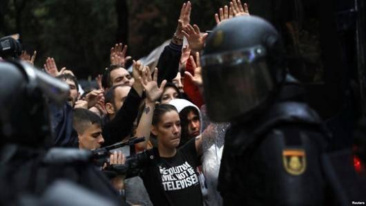 دولت محلی کاتالونیا میگوید در همهپرسی این منطقه برای استقلال که مادرید آن را غیرقانونی اعلام کرده بود، بیش از ۴۰ درصد از واجدین شرایط رای داده و ۹۰ درصد از آنها خواستار جدایی از اسپانیا شدهاند