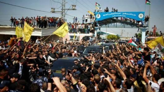 نخستوزیر تشکیلات خودگردان فلسطین وارد غزه شد. هدف از سفر رامی حمدالله به غزه، تحویل گرفتن حکومت غزه از حماس است. یک هیأت مصری به ریاست سفیر مصر در اسرائیل بر روند انتقال قدرت نظارت دارد