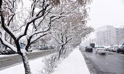 بارش اولین برف پاییزی در اردبیل/ ترافیک نیمهسنگین در آزادراه تهران ـ کرج